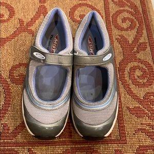 MBT shoes The Anti-shoes size 7/37